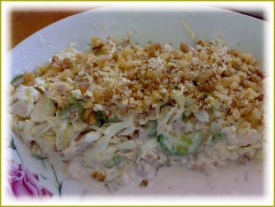 Вкусный салат с ананасом и курицей
