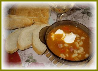 Ароматный и сытный фасолевый суп с копченостями