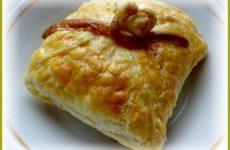 Пирожки из слоеного теста с сыром