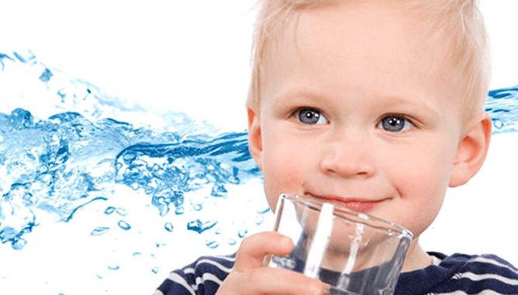 Какой бывает вода в бутылках: разновидности продукции в магазинах