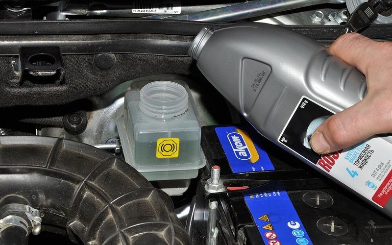 Советы по выбору тормозной жидкости для автомобиля